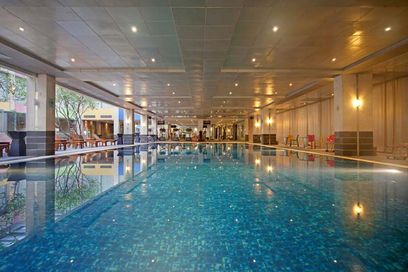 Fm7 resort hotel airport jakarta safari tours travel for Manchester airport hotels with swimming pool