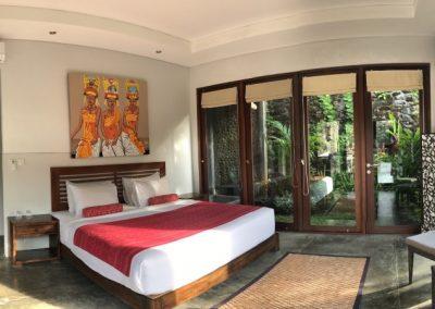 Larger bedroom, garden