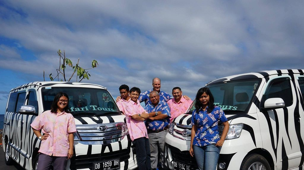 Safari Tours Busses & Team