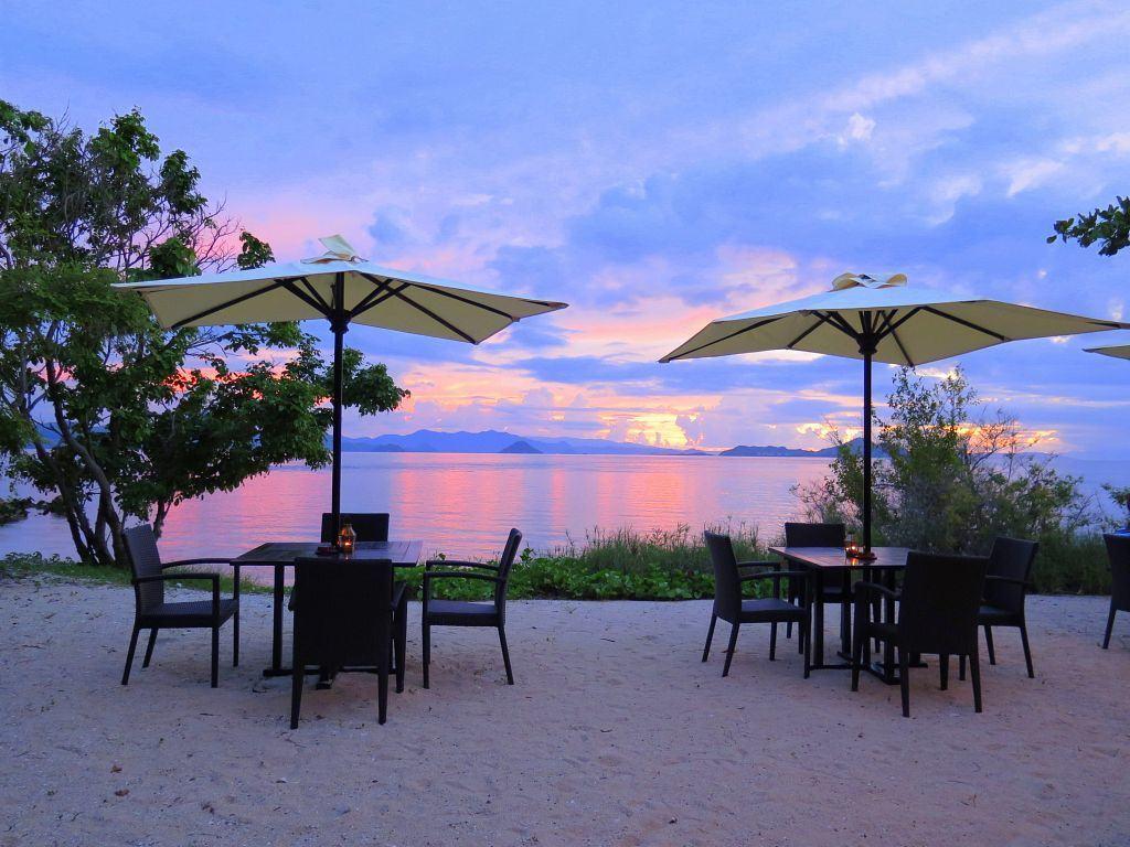 Angel Island Resort Flores