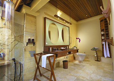 Grand Courtyard Villa Bathroom