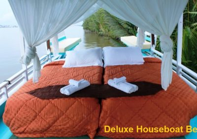 Deluxe Houseboat - Bed