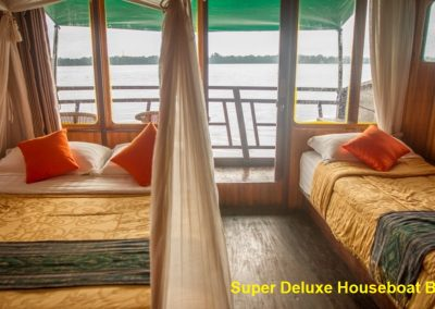 Super Deluxe Houseboat - Bed1